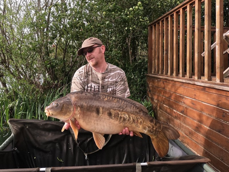 Neil Ash with a 27-02 Mirror from Grebe Lodge on Cherry Lake
