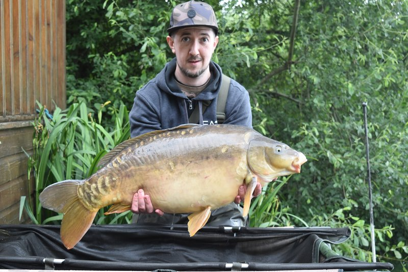 Stephen Martin with his second thirty of his visit. A 30-03 Mirror from Heron Lodge