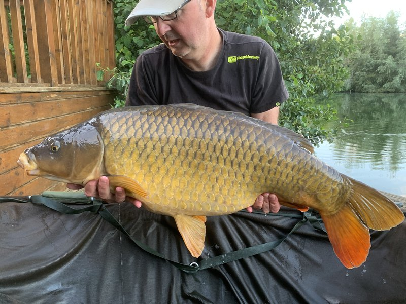 Andrew Perkins with his new PB, a 30-08 Common from Grebe Lodge