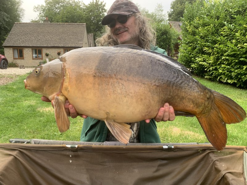 Paul with a two-tone Mirror of 31-04