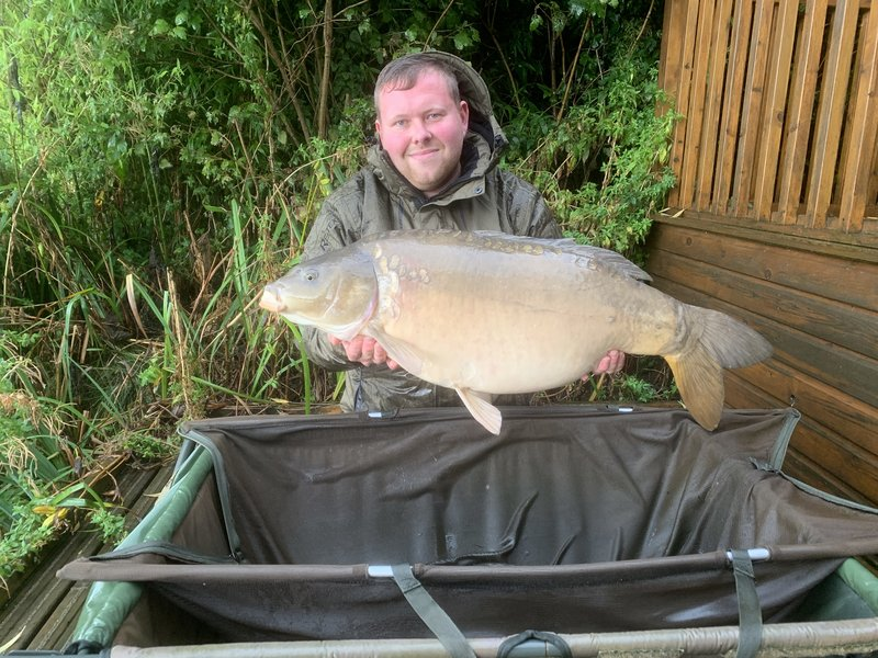 Peter Thurgood with his 32-04 Mirror from Heron Lodge