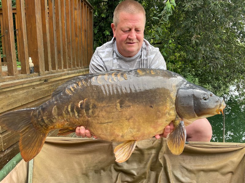 Lee Pierce with his new PB, a 33-04 Mirror from Heron Lodge