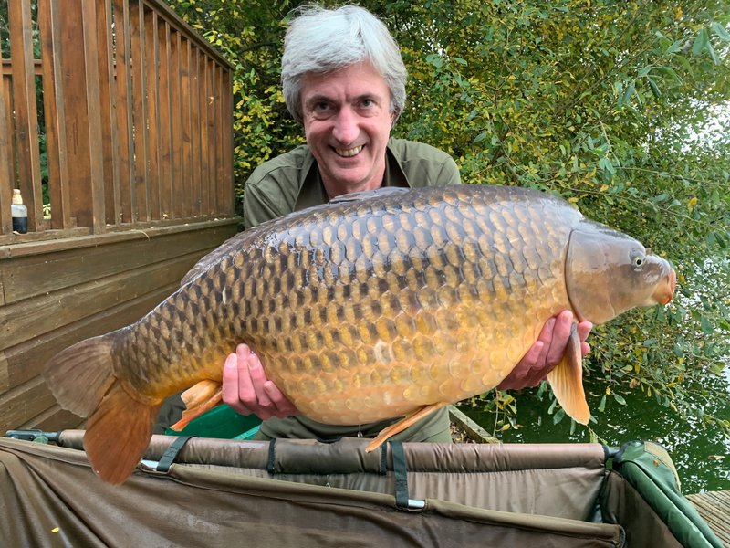 Andy Watts with a much deserved Common of 33lb from Heron Lodge. His only Carp of the week!