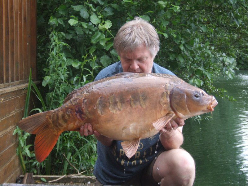 Peter Jones with 'The Peach' at 33-08 from Grebe Lodge