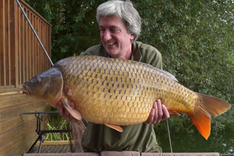 Andy Watts with a Common of 34lb from Heron Lodge on Cherry Lake.JPG