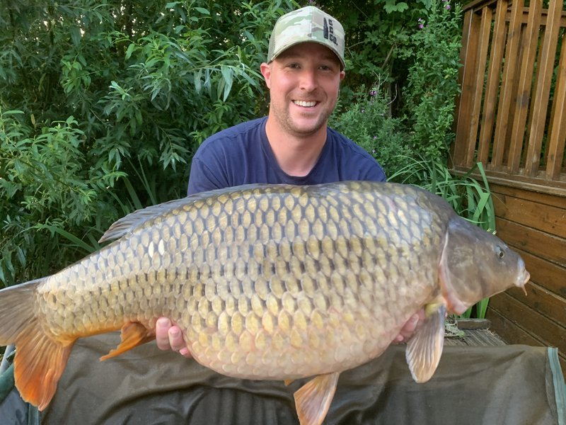 Bobby Lambsdon with his new PB. An impressive 33-08 Common.jpg
