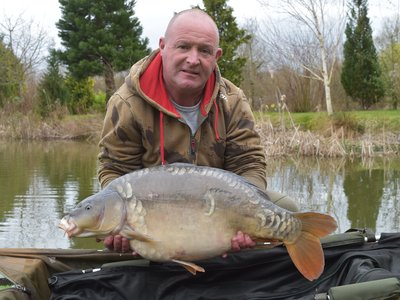 Brian Hamilton with a 24lb Mirror from Pochard Lodge