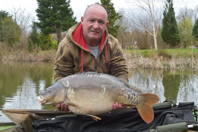 Brian Hamilton with a 24lb Mirror from Pochard Lodge