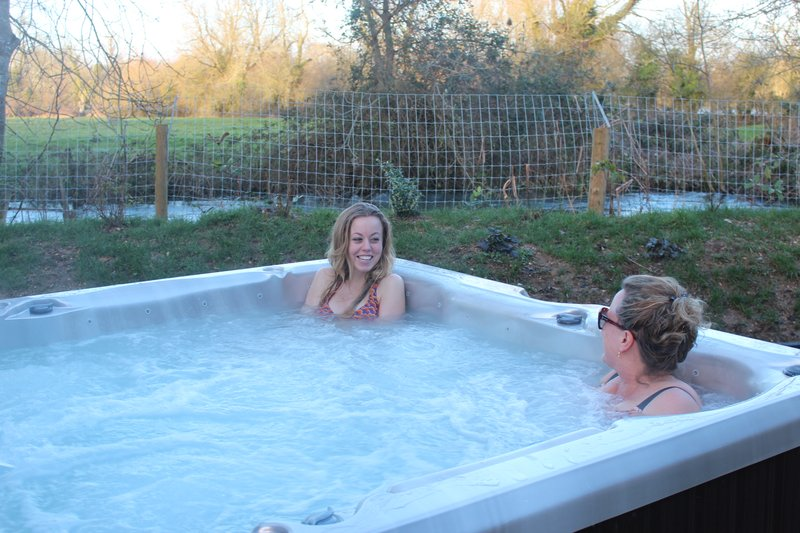 Cottage hot tub.JPG