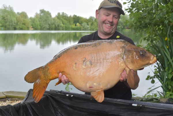 Mike Houghton joined the 30+ club with this 30-04 Ghost Mirror from the Cottage swim