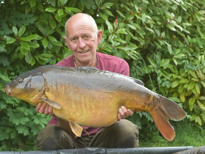 Lee Jackson with a 31-08 near Leather Carp from Grebe Lodge