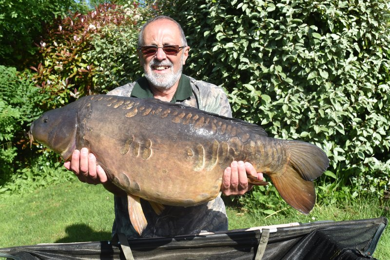 Ken's 33lb Mirror looks very different on this side