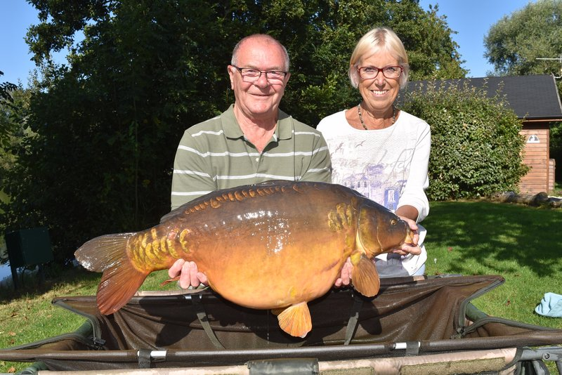 Maureen Sheppard's new PB, a fabulous 34-08 Mirror from Heron Lodge held by husband David.