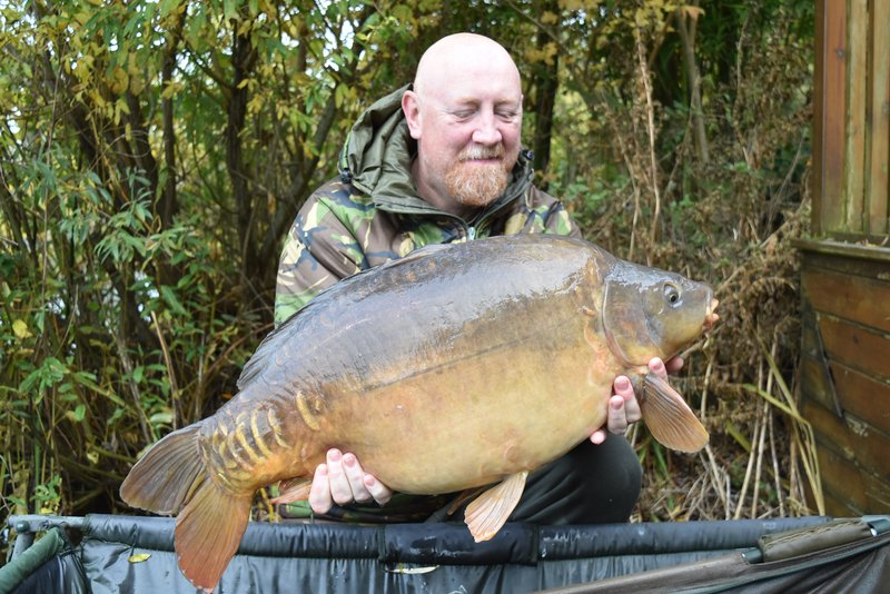 Paul Salmon with the second of a brace of winter 30's. A 32-04 Mirror from Grebe Lodge
