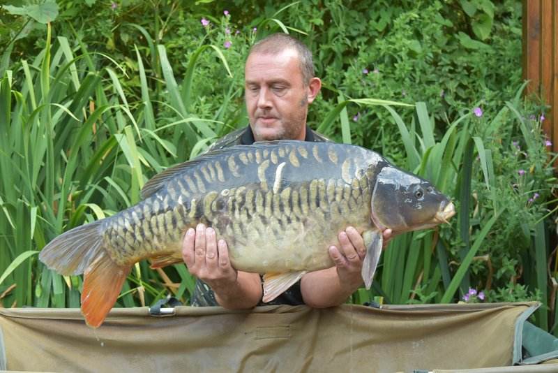 Steve Keen with his first thirty from Cherry Lake. a lovely 31-08 Mirror