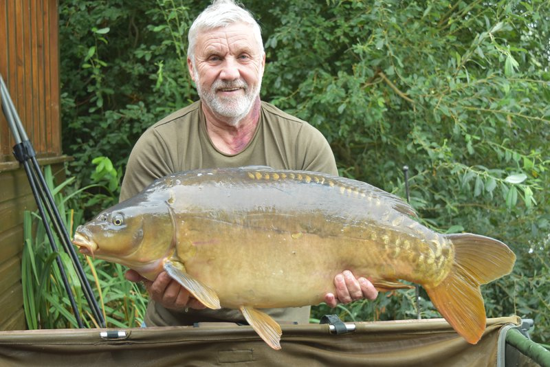Paul Sparks with a 31-04 Cherry Lake Mirror from Heron Lodge