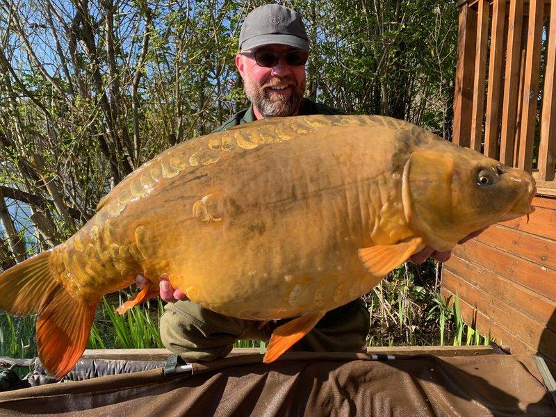 Gary Owen's second Ghost carp over 30lb. A 37-08 beauty!