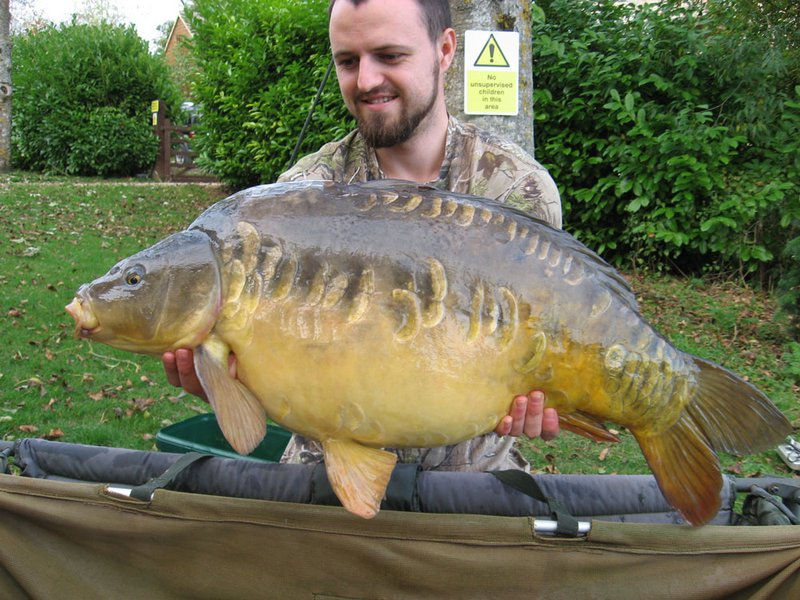 Howard Carter wiith the weekend's biggest Carp from Cherry Lake. A stunning Mirror of 26-08