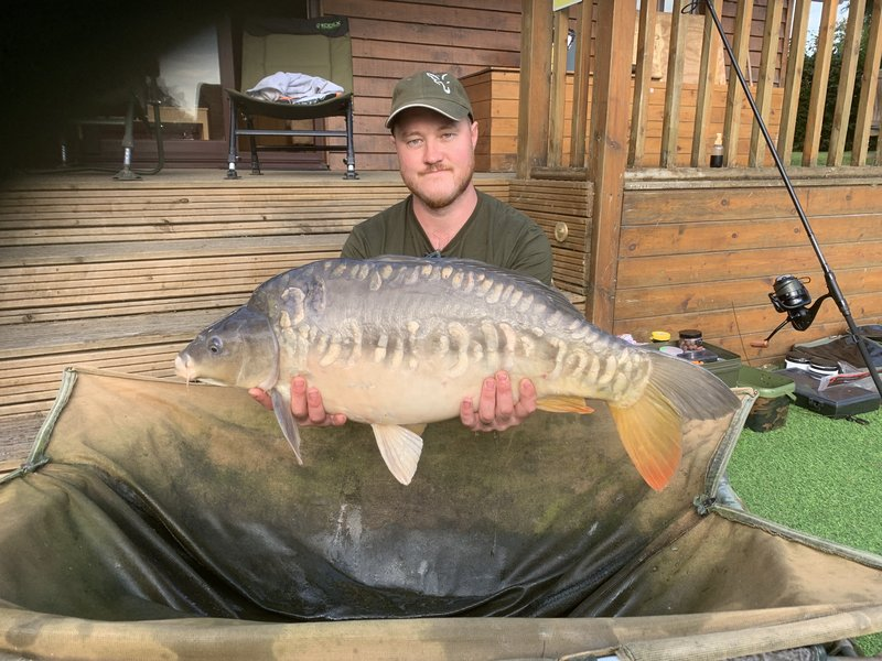 Jason Cousins with a 26-09 Mirror from Pochard Lodge on Cherry Mere