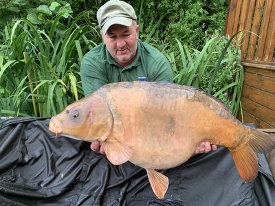 Lee Smith with a 32-08 Ghost Mirror from Osprey Lodge