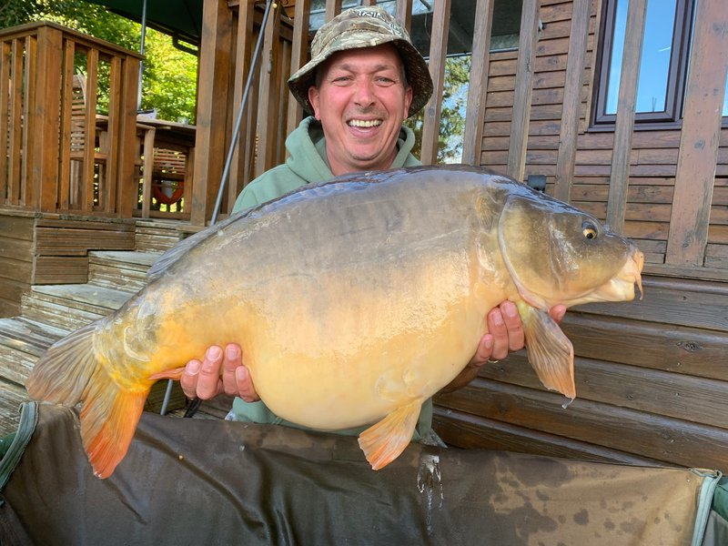 Mark Bull with his 30-01 Mirror from Heron Lodge