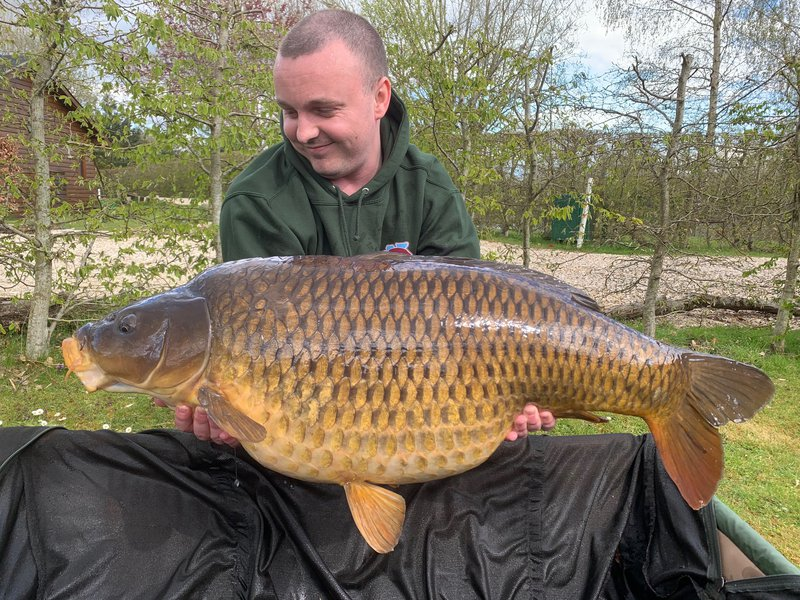 Oliver Wells with his new PB. A fantastic Common known as 'The Scuff' at 42-02