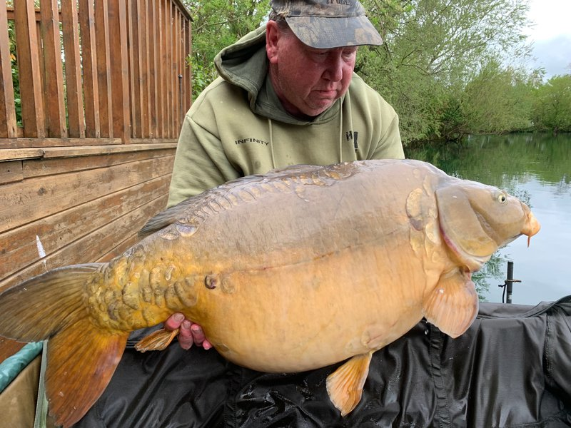 Gary Hutchins with 'Dick' at 48-04. The biggest of his brace of 40's