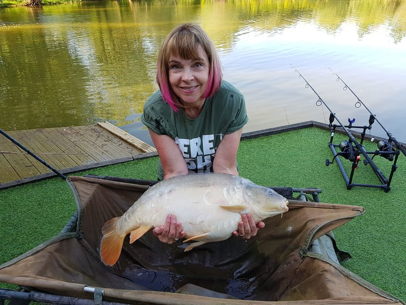 Jane King with her new PB. A 25lb Mirror from Cherry Mere