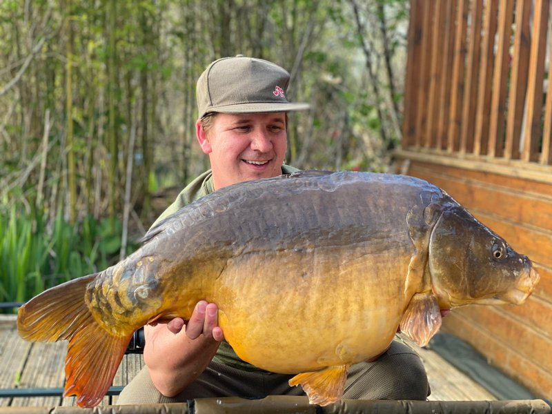 John Darling joined the 30+ club with this Mirror of 30lb on the first time of asking!