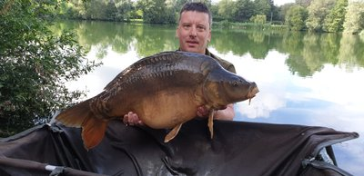 Lee Drakes with his PB, a 26lb Italian looking Mirror caught from Heron Lodge.