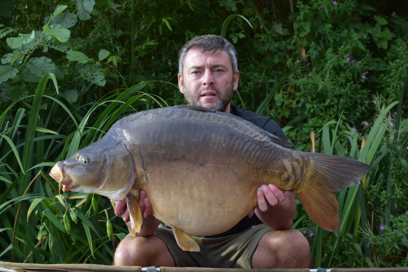 Lee Hodgkinson with a 31-08 Italian style Mirror of 31-08 from Osprey Lodge.