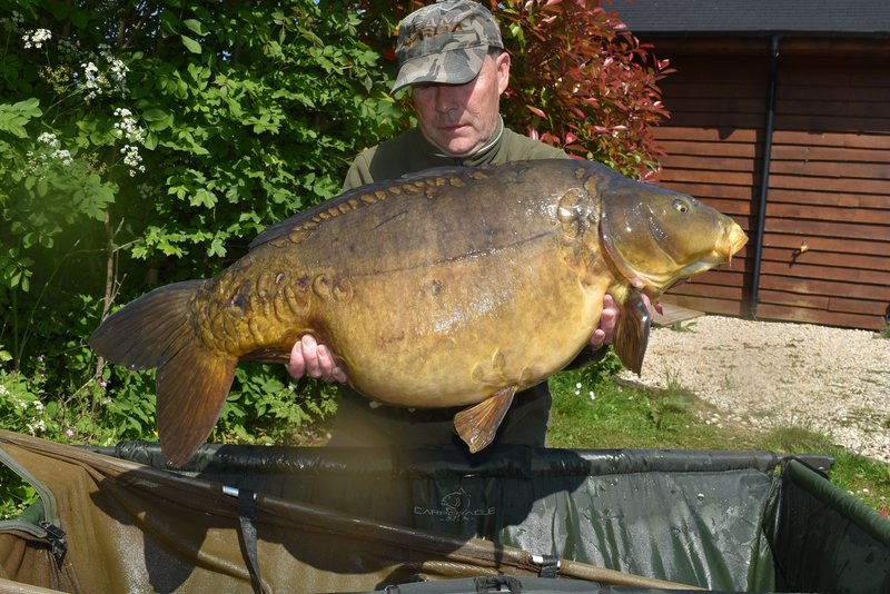 Malcolm Dix  with a 39-02 Mirror carp from Grebe Lodge