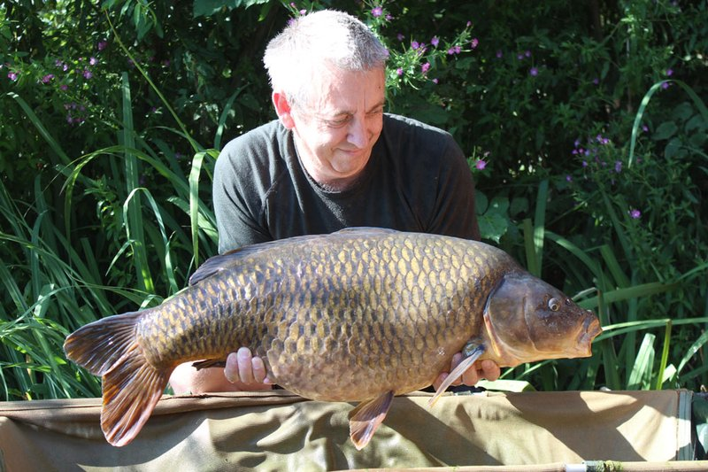 Mike Jarvis with his new PB, a new Cherry Lake 30+ Common of 30-08 from Grebe Lodge