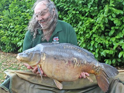 Paul Mitchell with the Cherry Lake record. A 44lb monster Mirror Carp called 'Dick'.