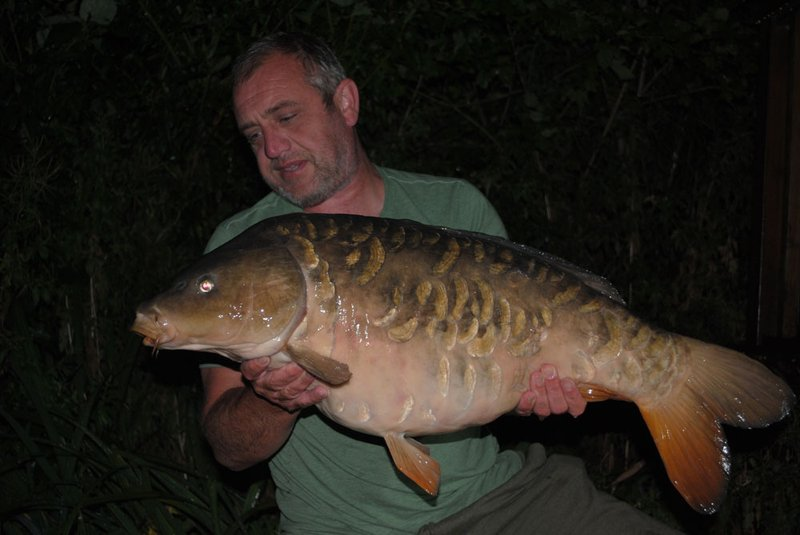 Pete Brown with the biggest of 11 Carp from Grebe Lodge on Cherry Lake. A Mirror of 27-08