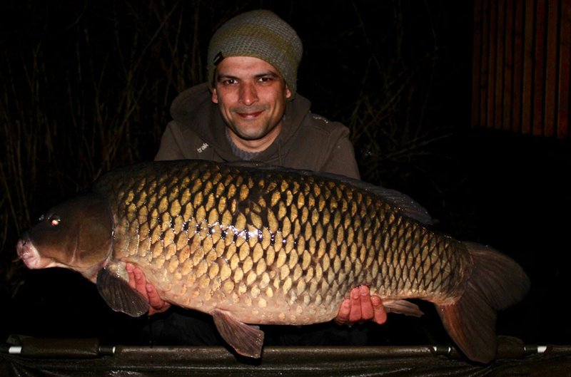 Steve Sheperd with his new PB. The Patch at 38-12. What a cracking male Carp!