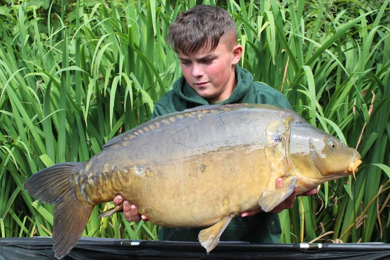 Tom with the second of two thirties over 35lb. This time with a 35-04 Mirror from Osprey Lodge