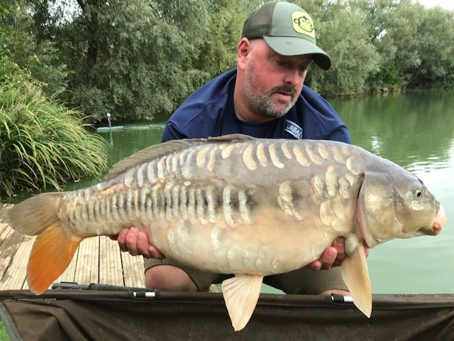 Wayne with a good looking Mirror of 23lb from Pochard Lodge
