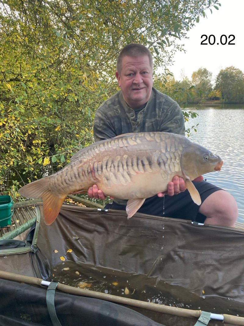 Lee Pearce with a stunning Mirror of 20-04 from Heron Lodge. Very nice!